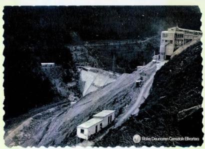 Vista de la construcción del pantano de Arnabal